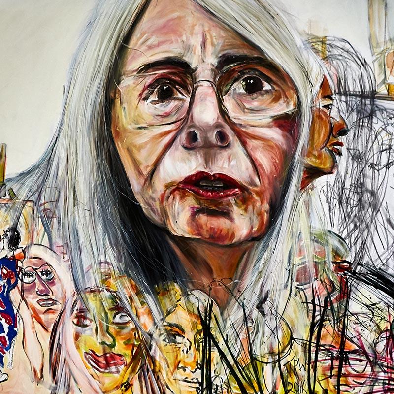 Yksityiskohta maalauksesta, joka kuvaa harmaahiuksisen, tiukasti kohti tuijottavan naisen uurteisia kasvoja.